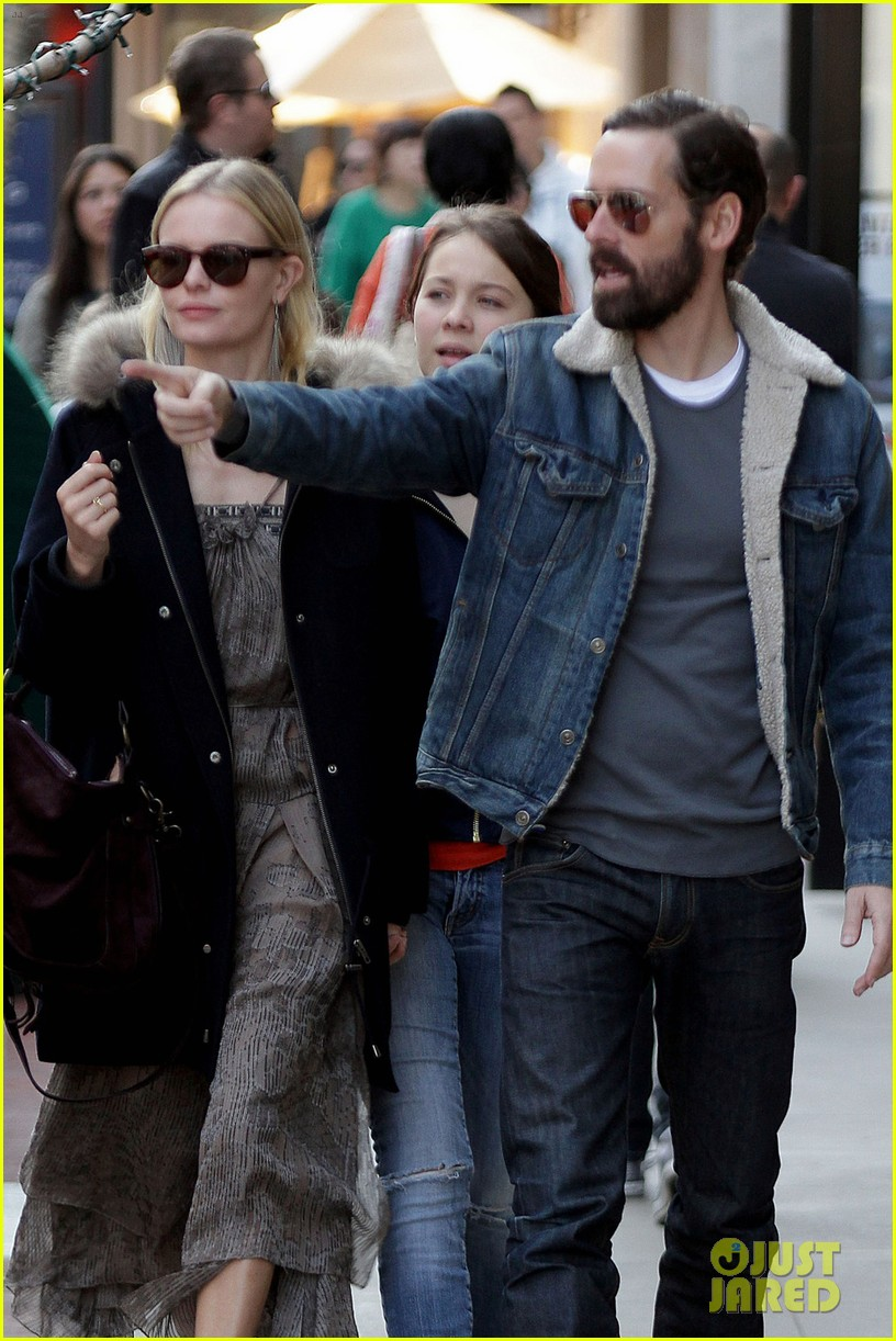 kate bosworth shops with michael polish daughter 062609008