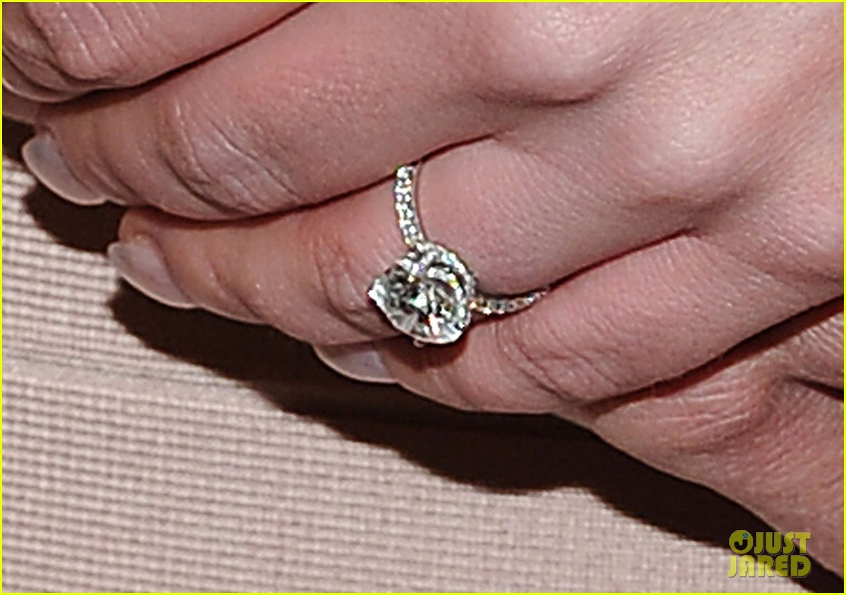 britney spears engagement ring 022610598