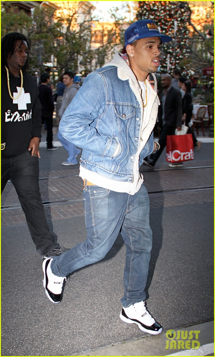chris brown another round video 022612490