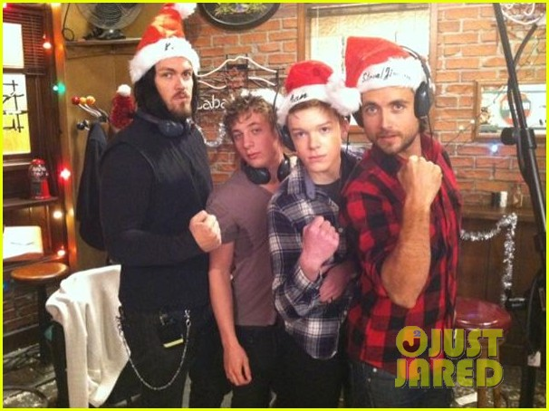justin chatwin merry christmas2612588