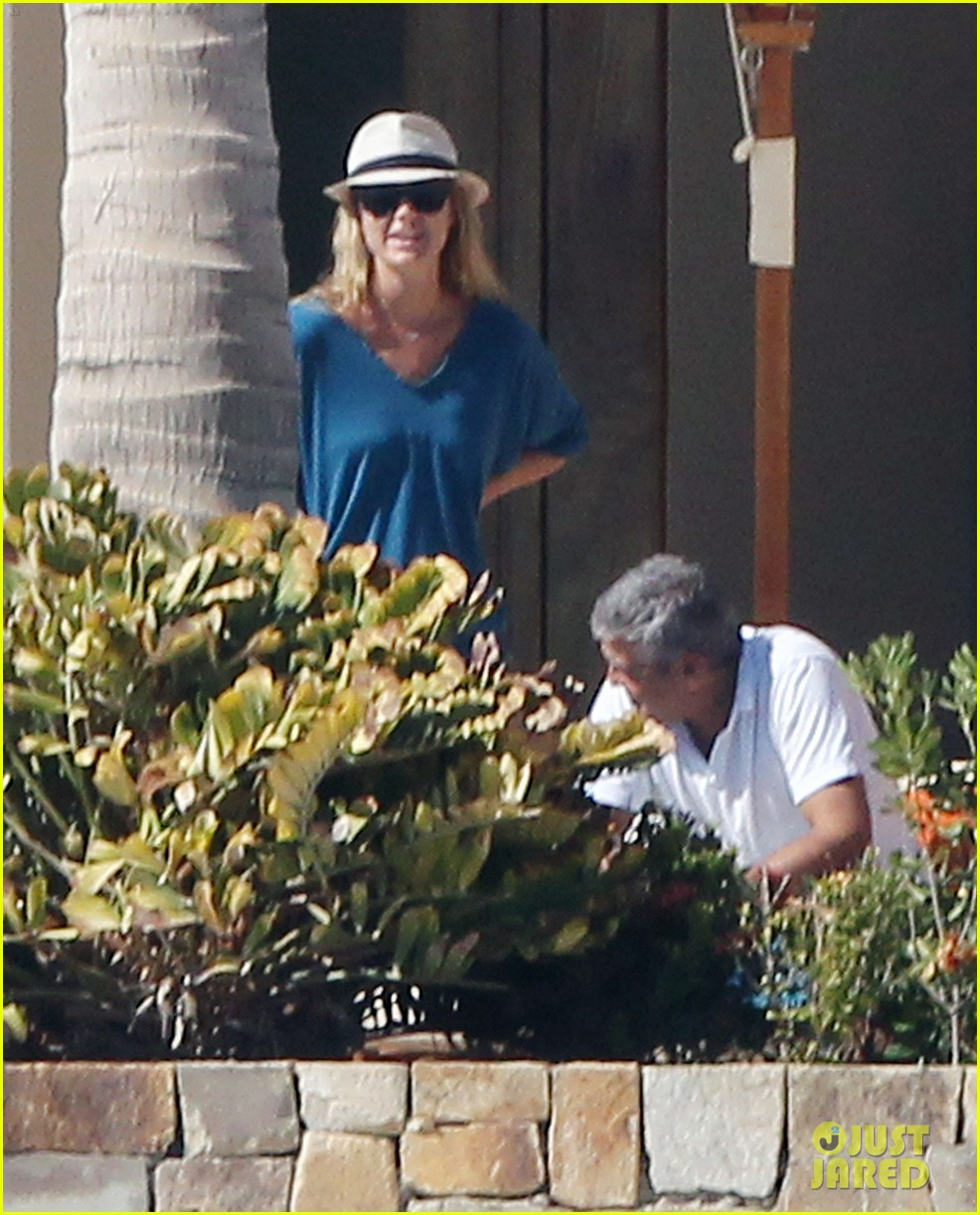 george clooney stacy keibler mexico 02