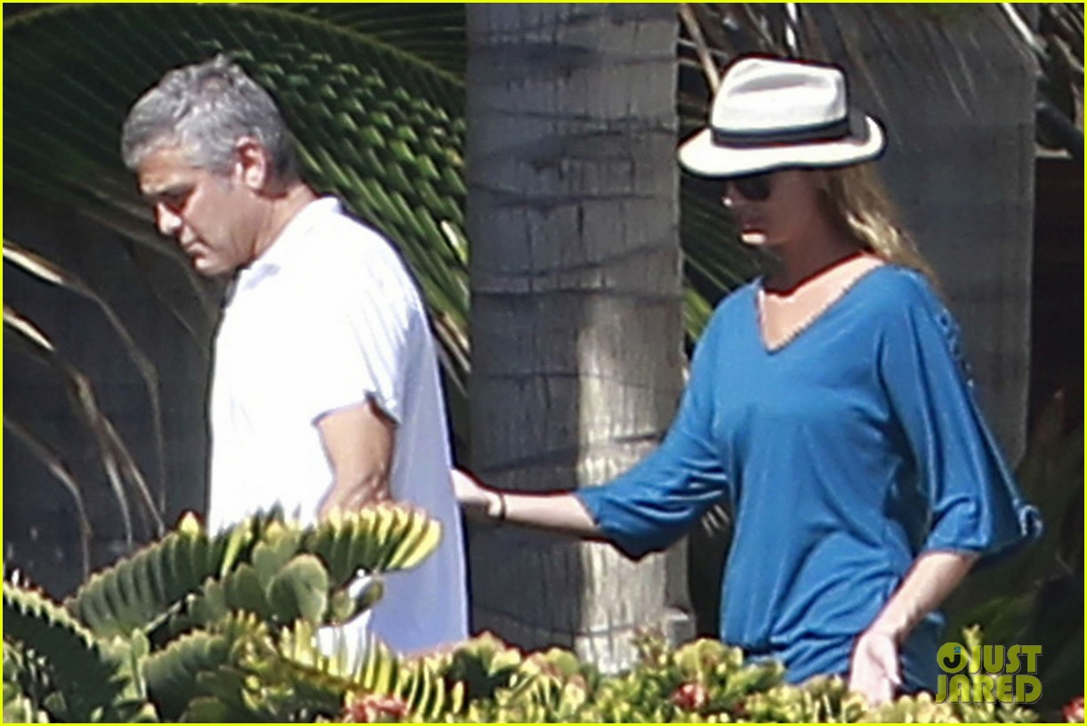 george clooney stacy keibler mexico 042613685