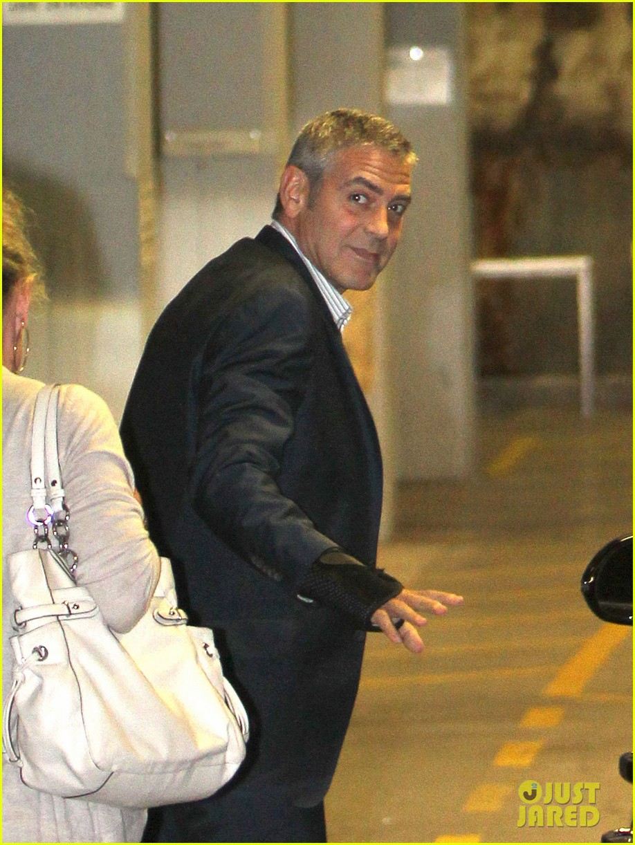 george clooney waiting car australia 03