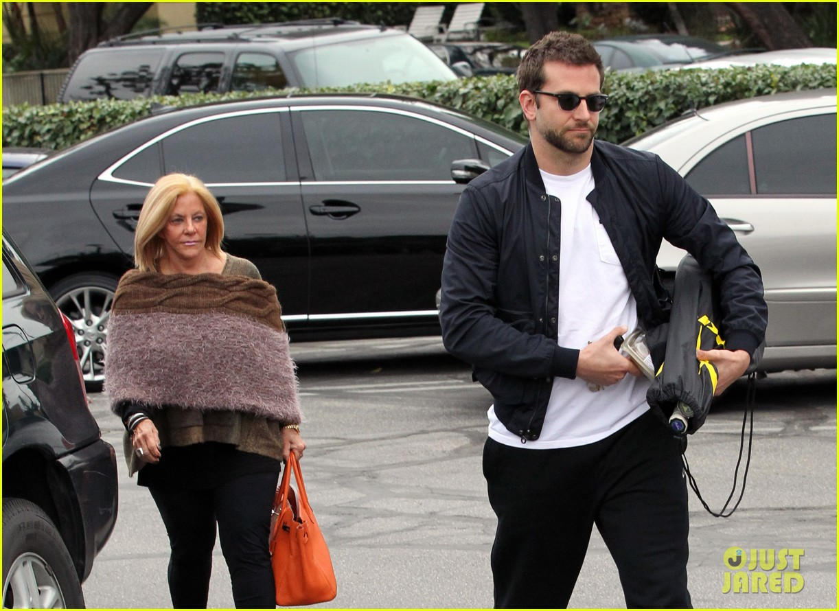 bradley cooper plays tennis with his mom 032610840