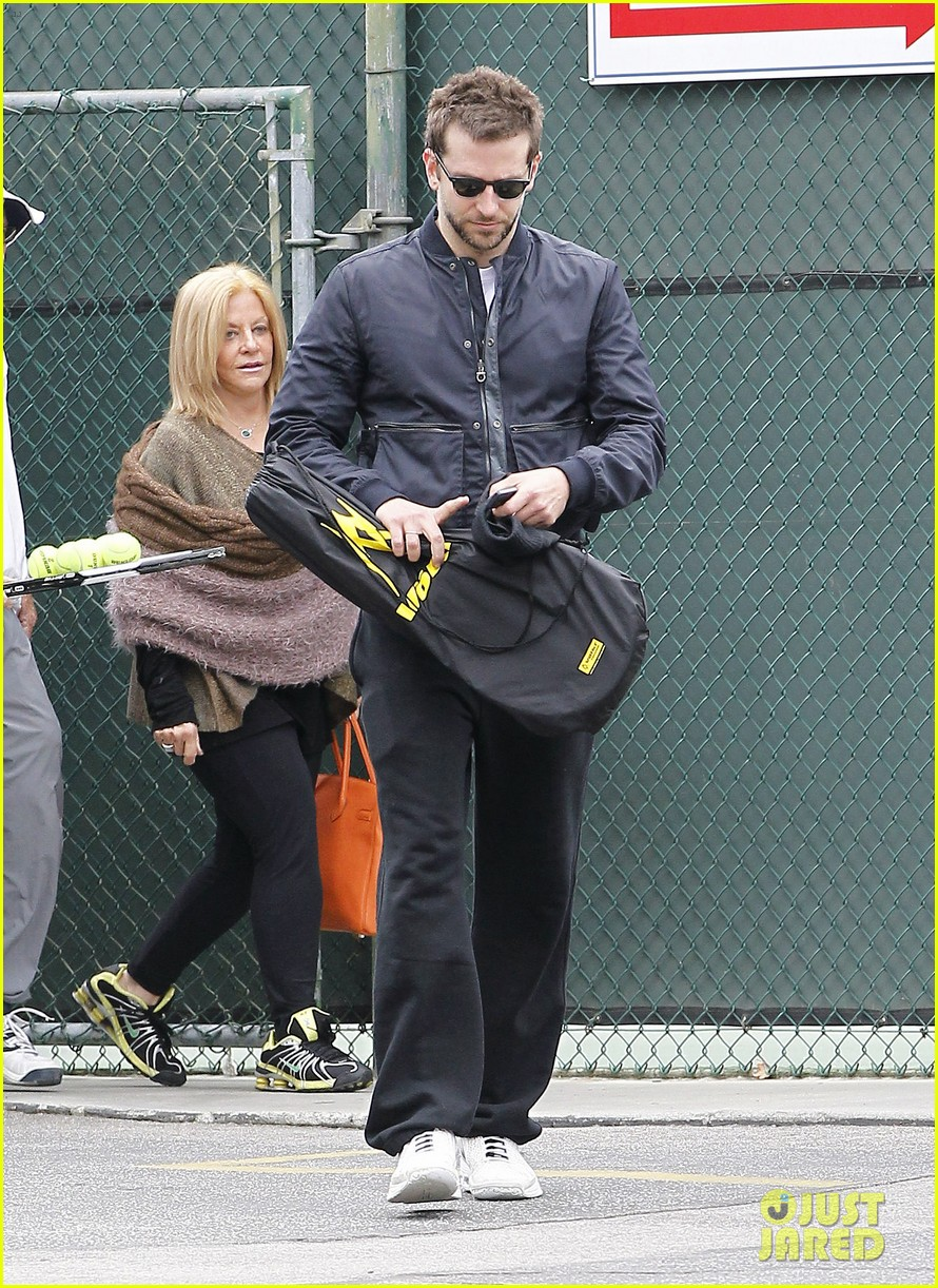 bradley cooper plays tennis with his mom 052610842