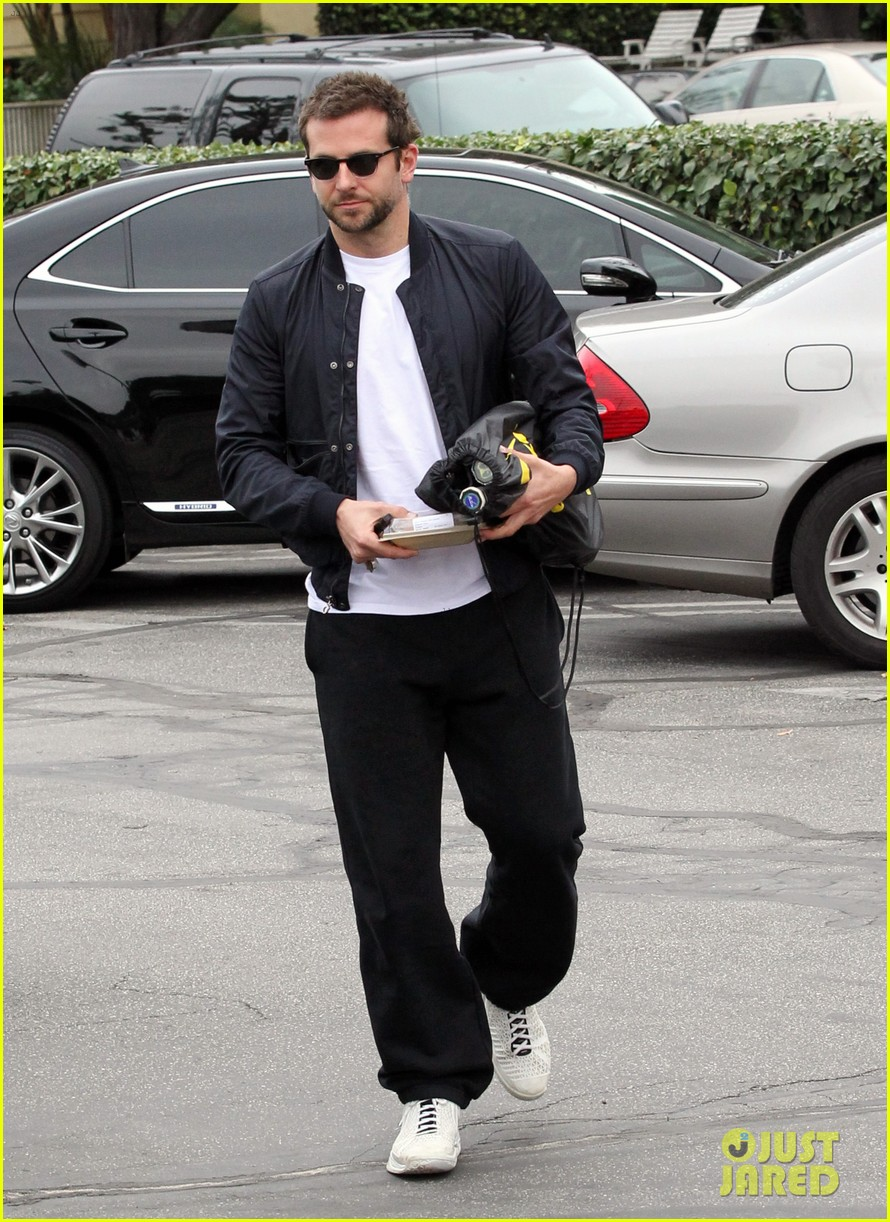 bradley cooper plays tennis with his mom 062610843