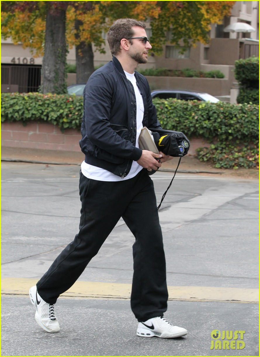 bradley cooper plays tennis with his mom 072610844