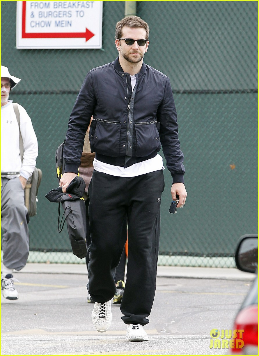 bradley cooper plays tennis with his mom 092610846