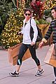 courteney cox last minute shopping 01