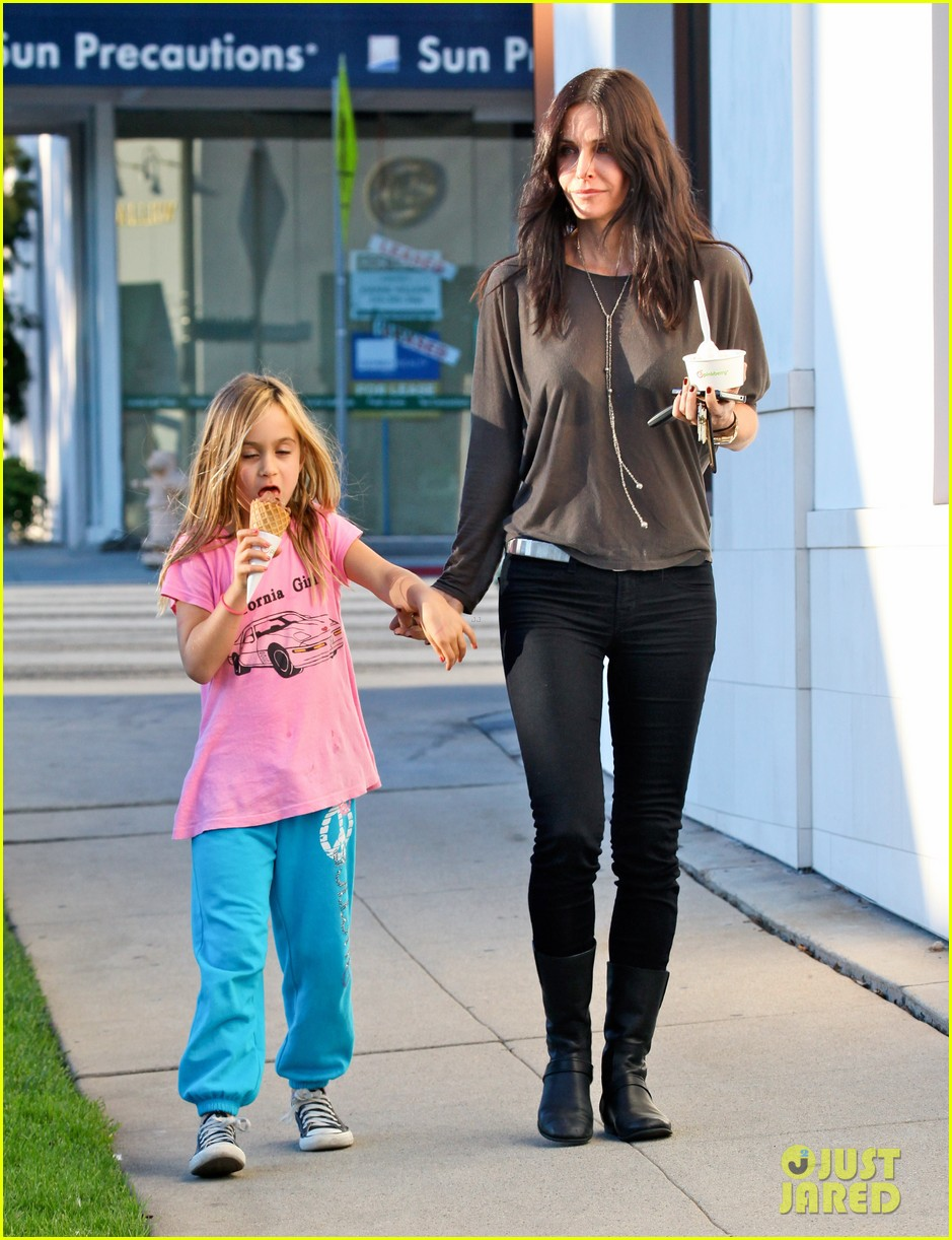 courteney cox coco pinkberry 062607933