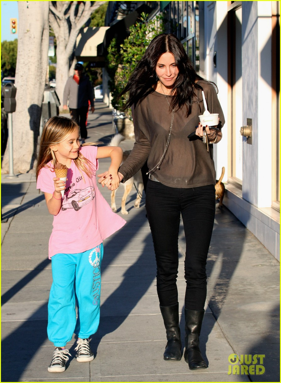 courteney cox coco pinkberry 11