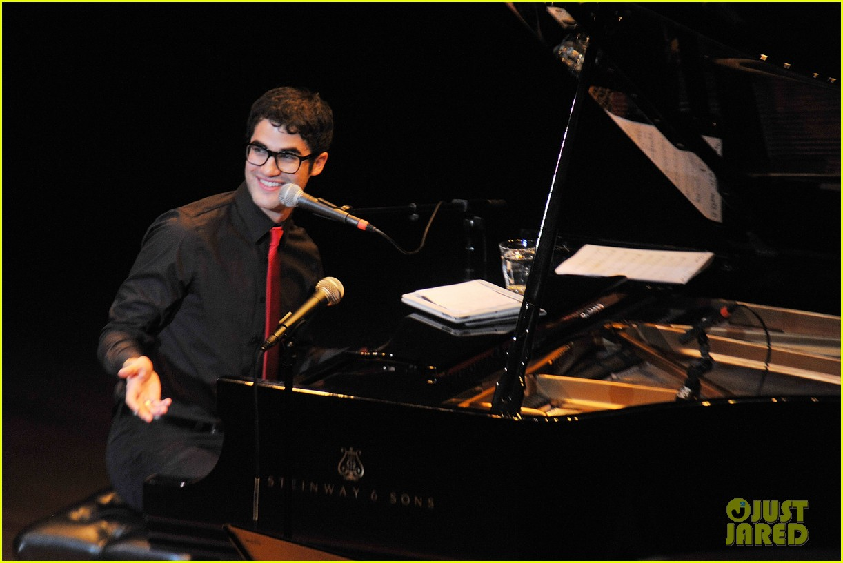 darren criss joes pub sing out raise hope 082611177
