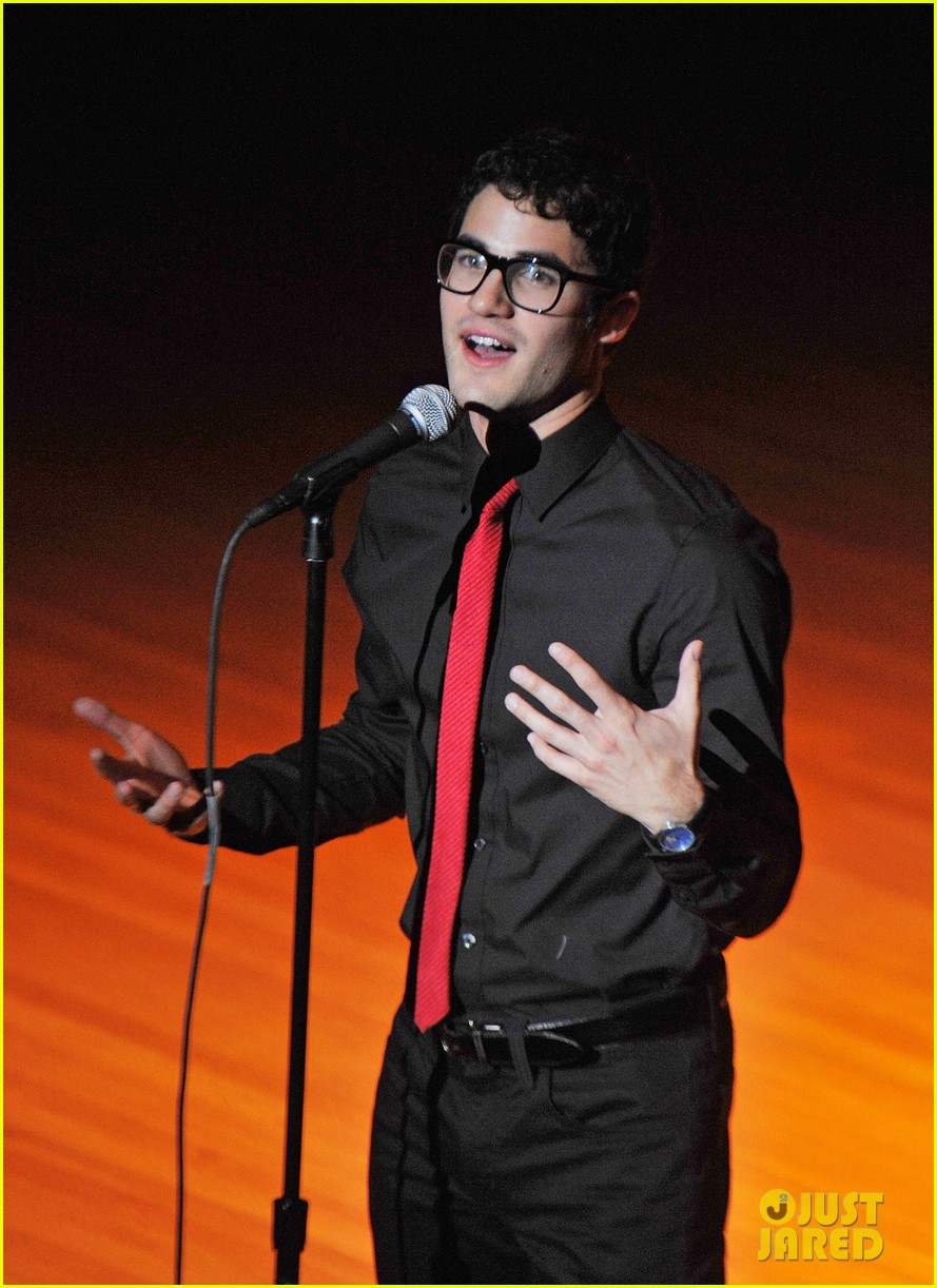 darren criss joes pub sing out raise hope 092611178
