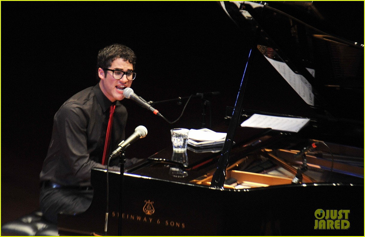 darren criss joes pub sing out raise hope 102611179