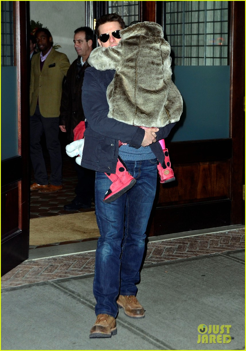 tom cruise katie holmes christmas spectacular with suri 012610858