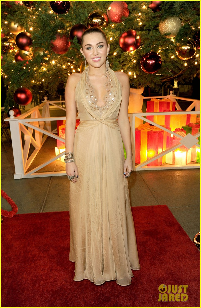 miley cyrus american giving awards 2011 07