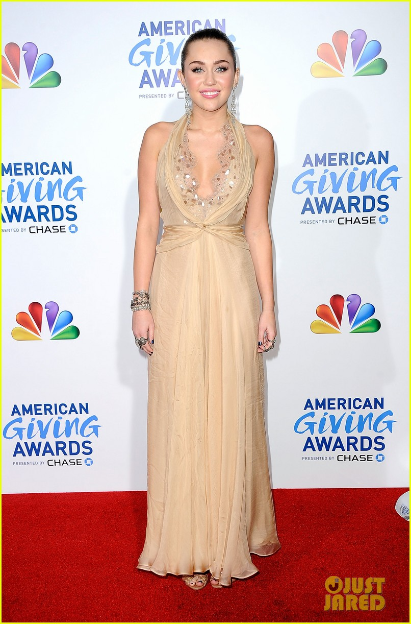 miley cyrus american giving awards 2011 102608648