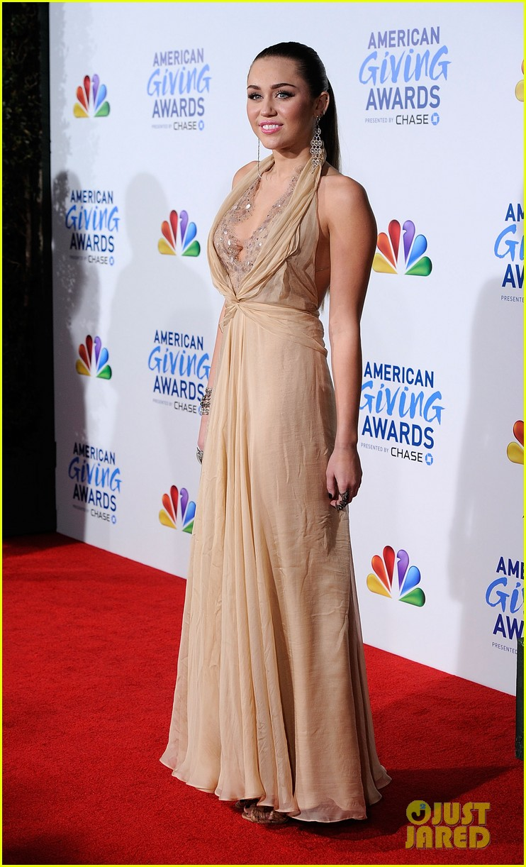 miley cyrus american giving awards 2011 112608649