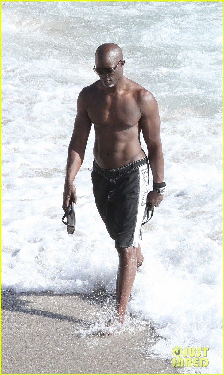 djimon hounsou shirtless 052612197