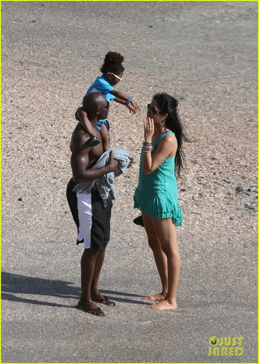 djimon hounsou shirtless 172612209