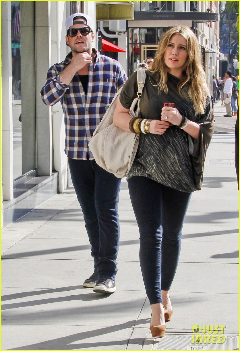 hilary duff mike comrie shopping 122613212