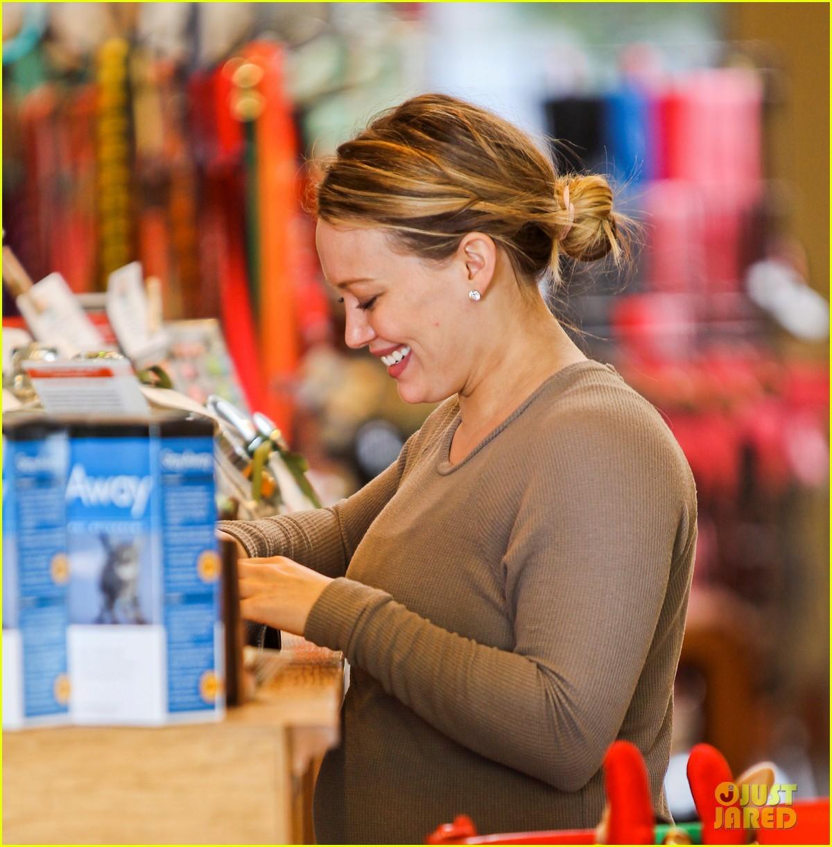 hilary duff pet store shopping 172611855