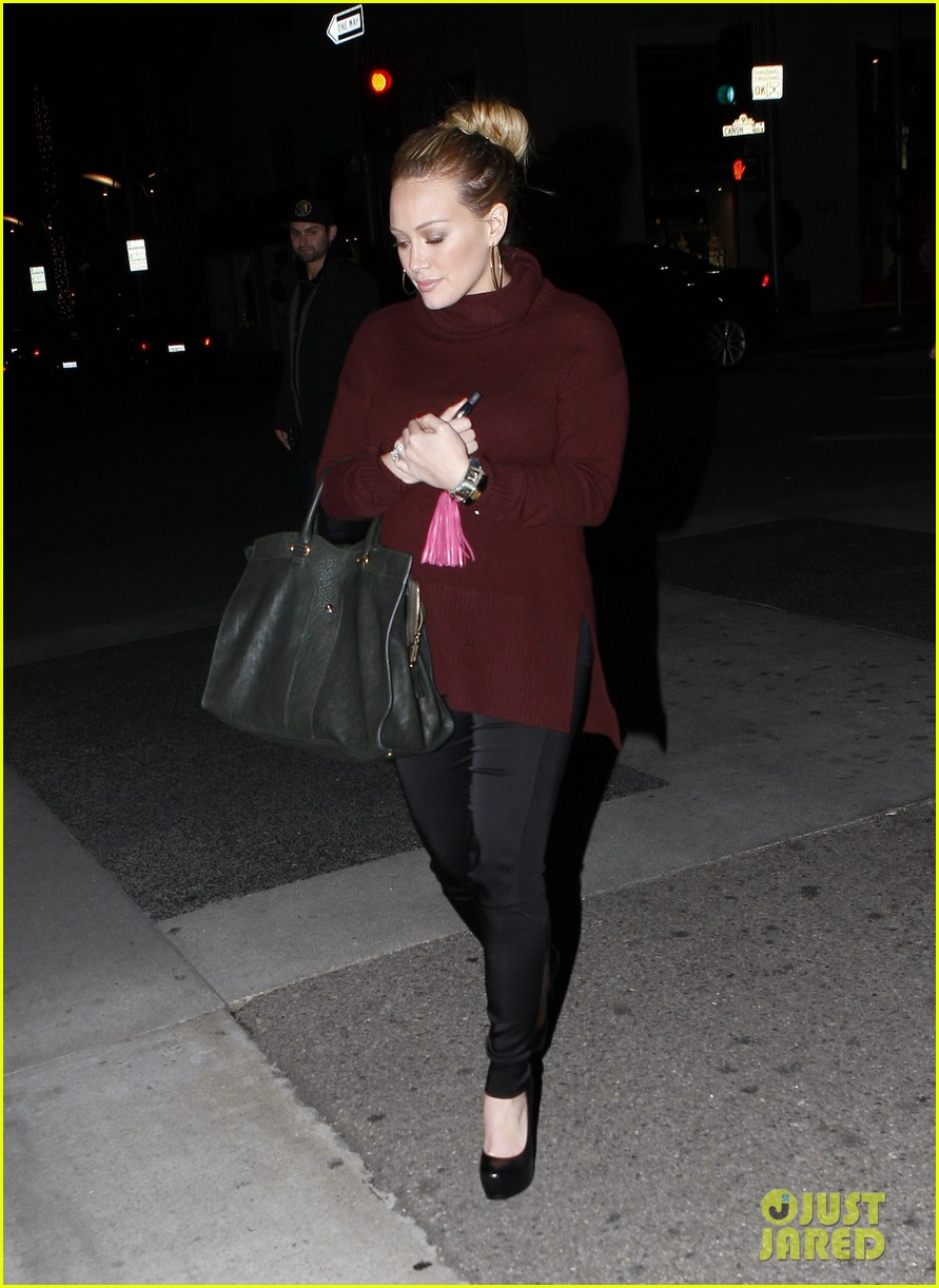 hilary duff dinner date mike comrie 032610810