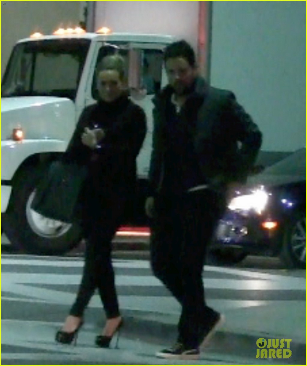 hilary duff dinner date mike comrie 052610812