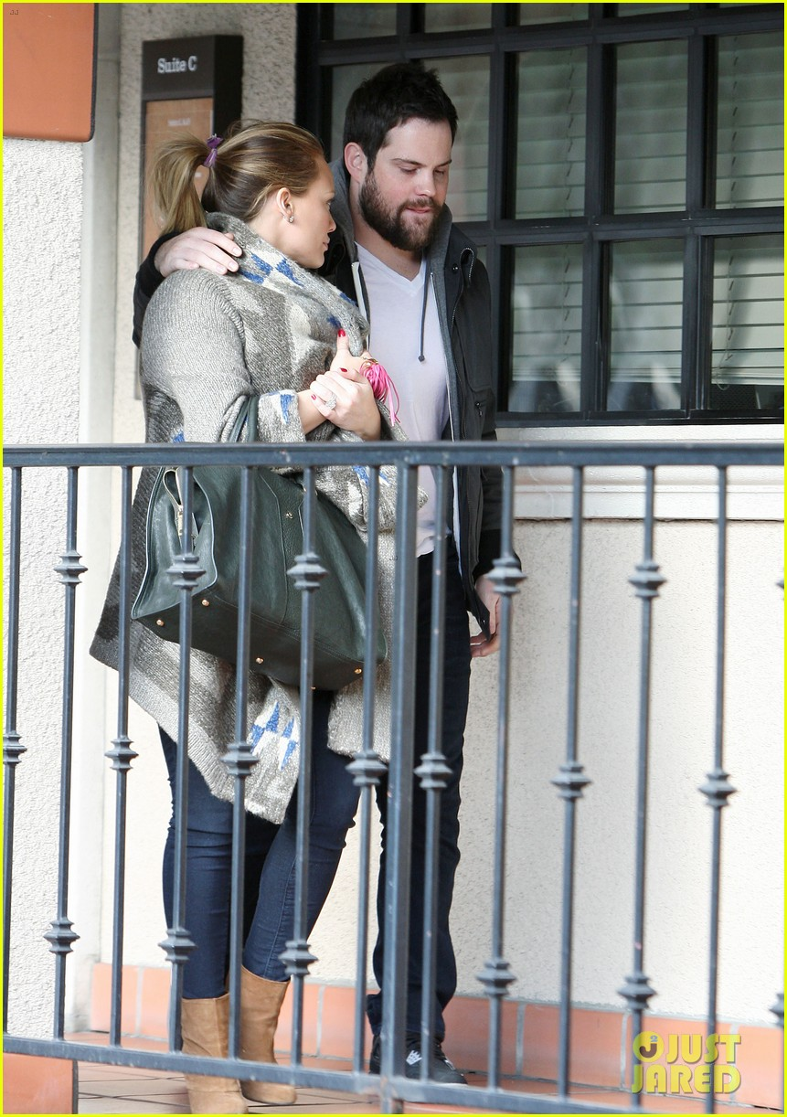 hilary duff dinner date mike comrie 072610814