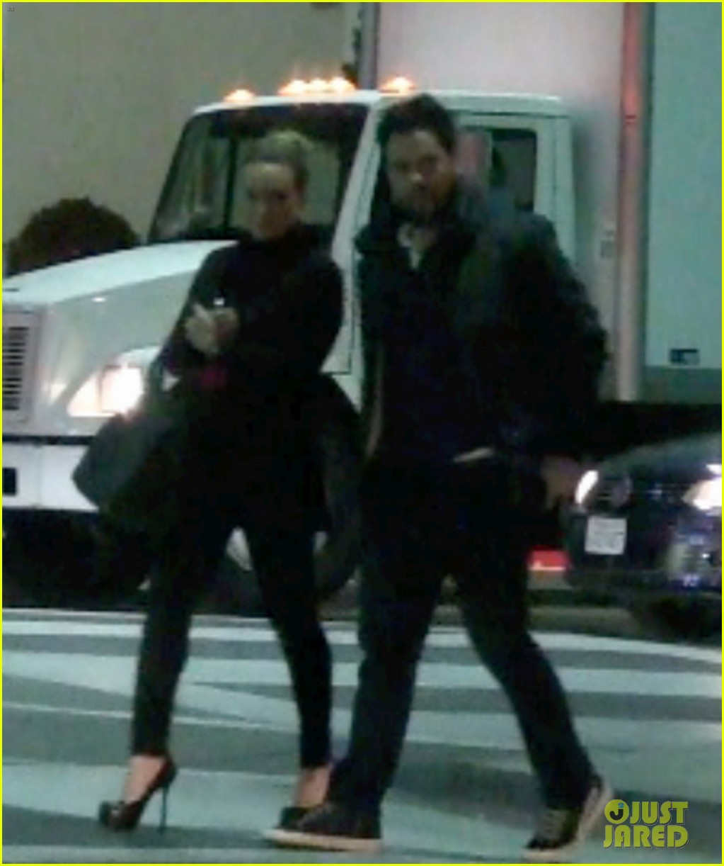 hilary duff dinner date mike comrie 102610817