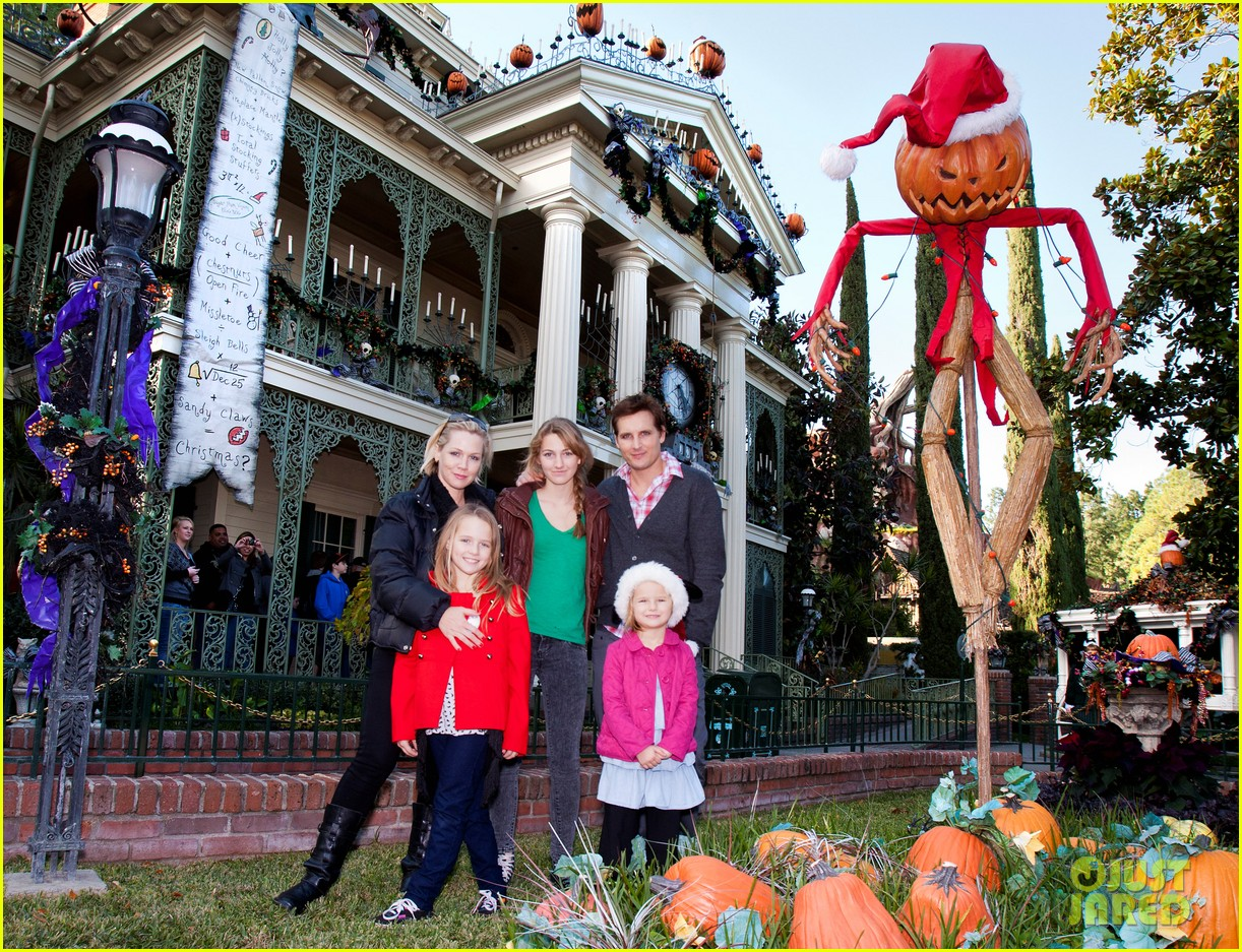 peter facinelli jennie garth disneyland family 012610668