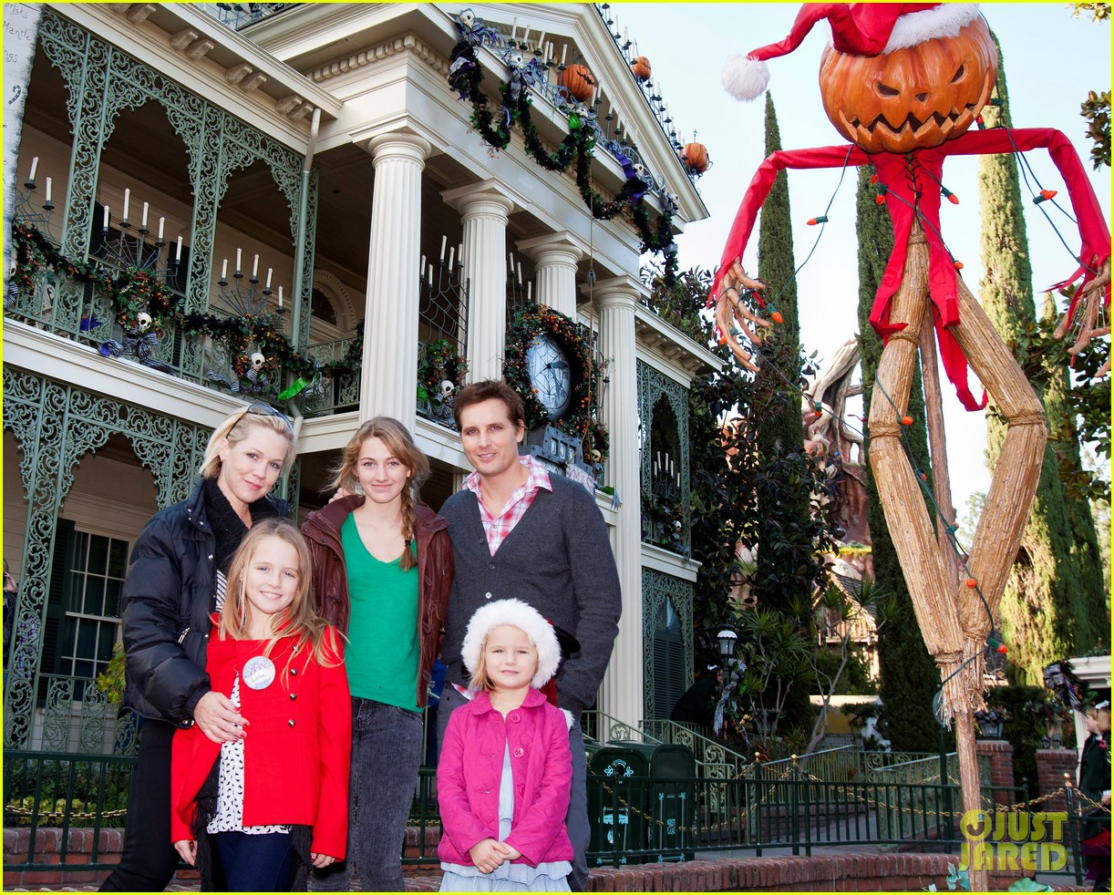 peter facinelli jennie garth disneyland family 032610670