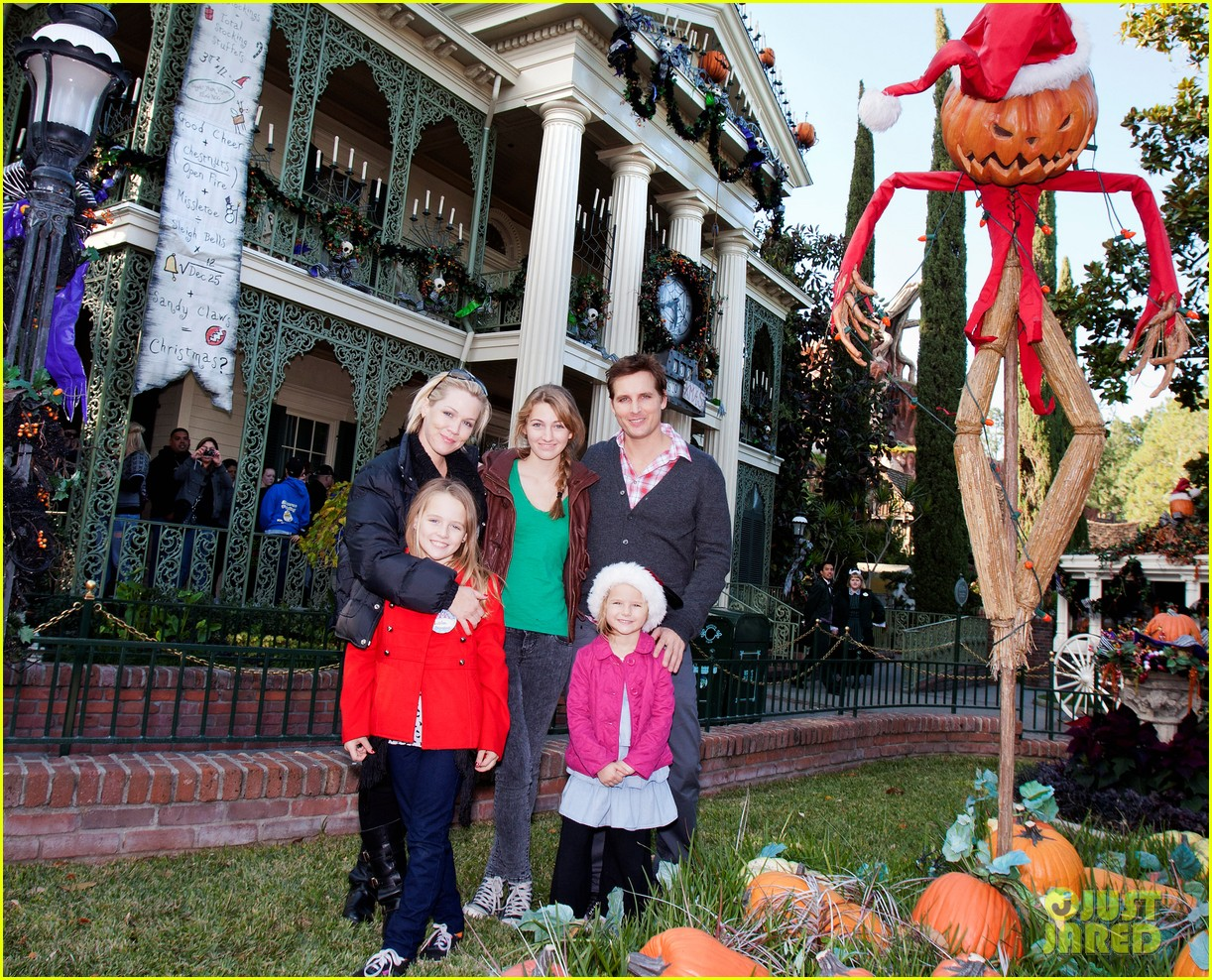 peter facinelli jennie garth disneyland family 042610671
