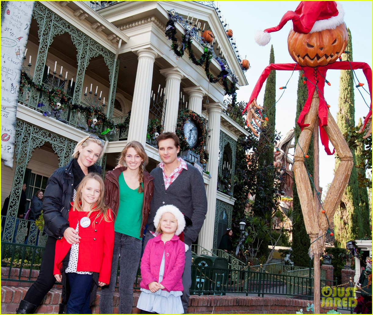peter facinelli jennie garth disneyland family 052610672