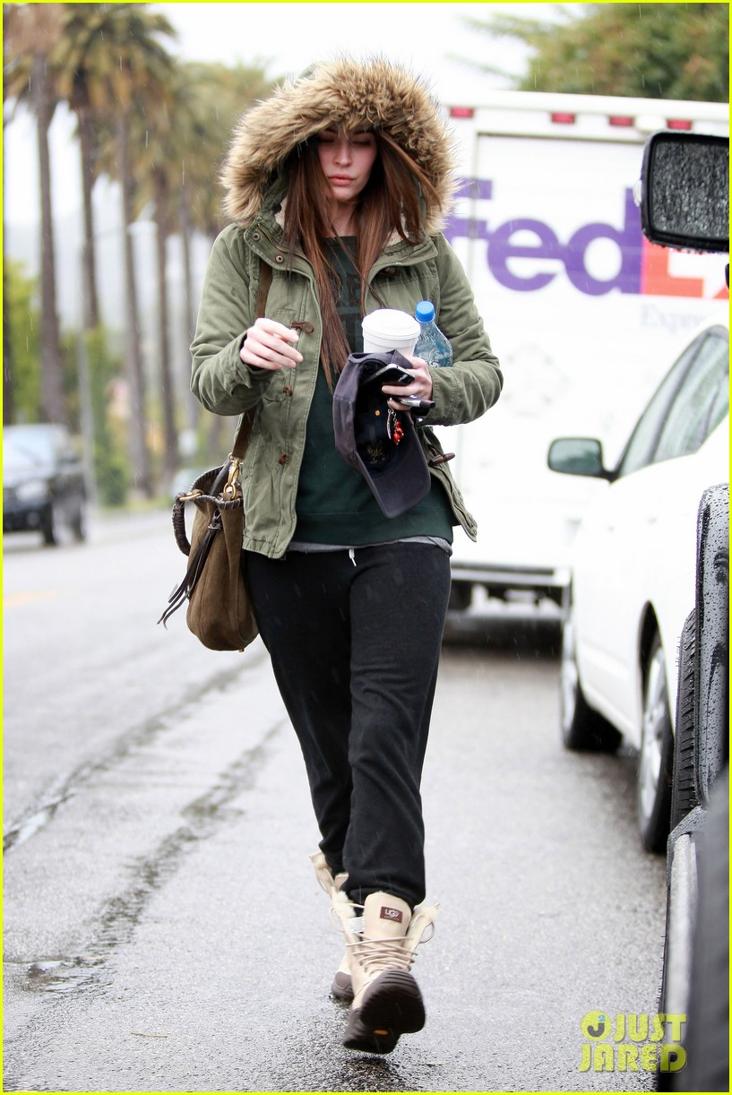 megan fox rainy salon day 022609543