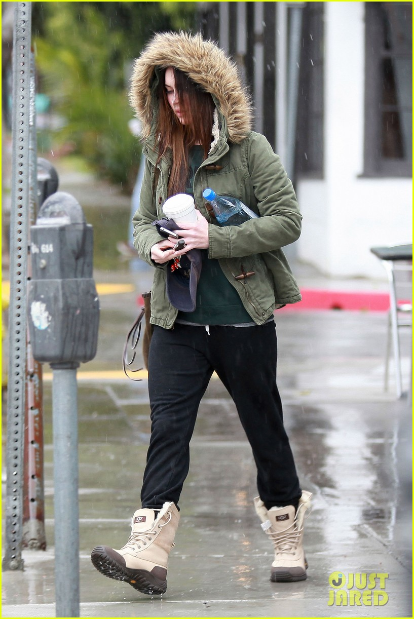 megan fox rainy salon day 03