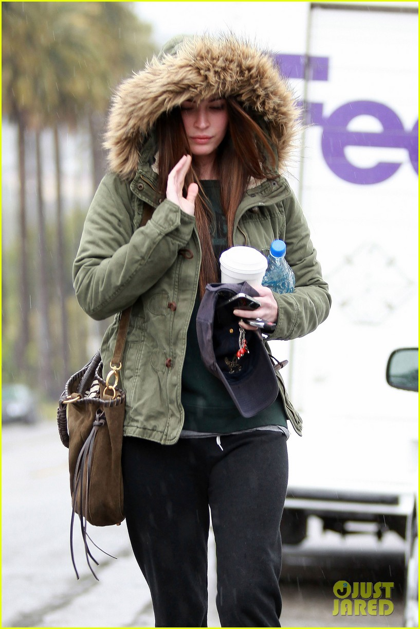 megan fox rainy salon day 052609546