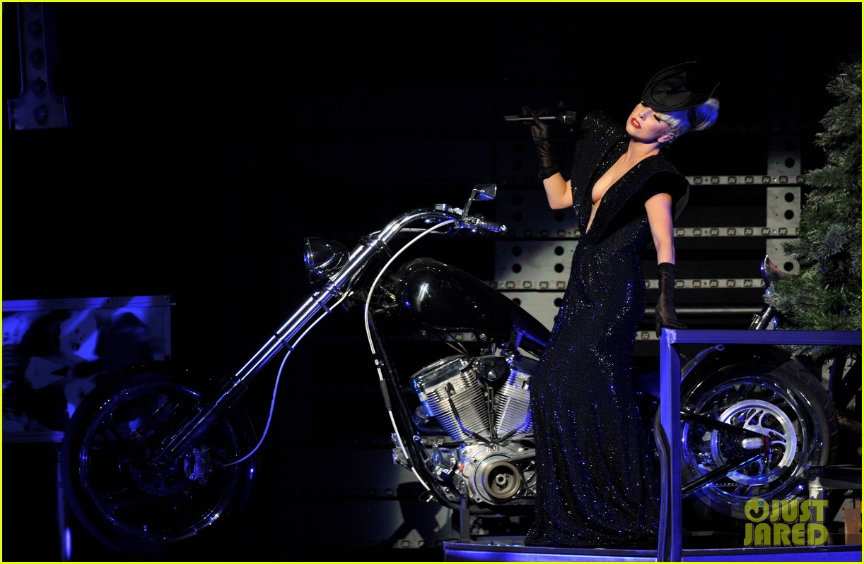 lady gaga 2011 jingle ball la 01