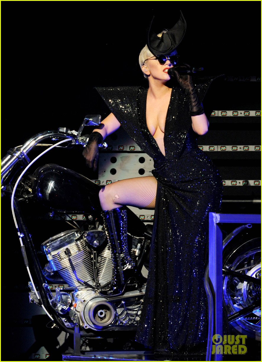 lady gaga 2011 jingle ball la 022606634
