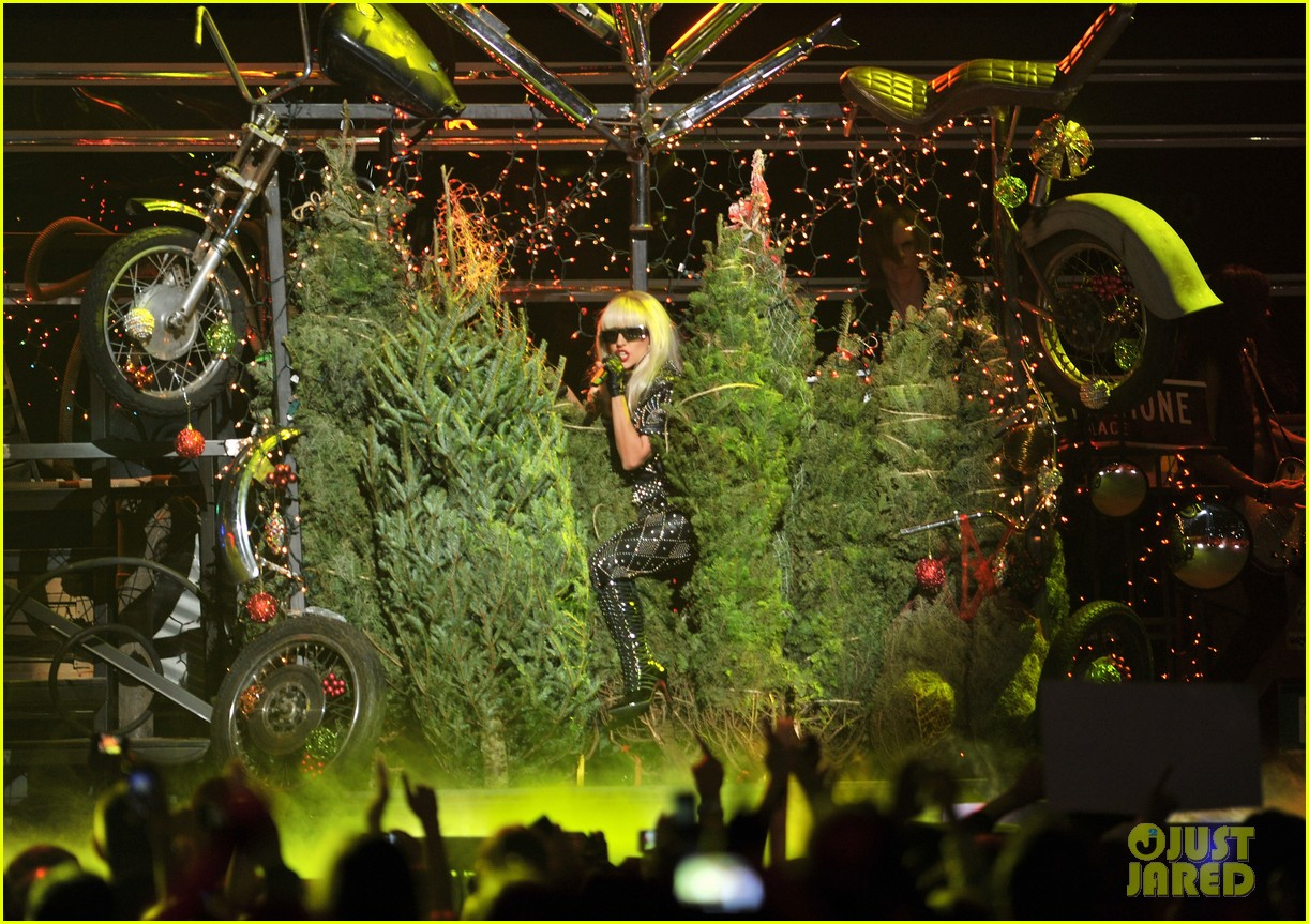 lady gaga jingle ball 09