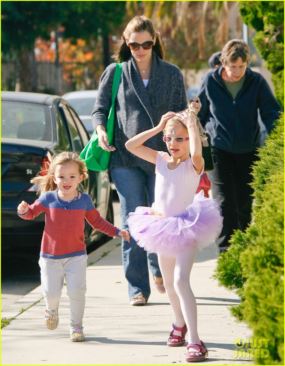 jennifer garner leaves ballet class with the girls 012606325