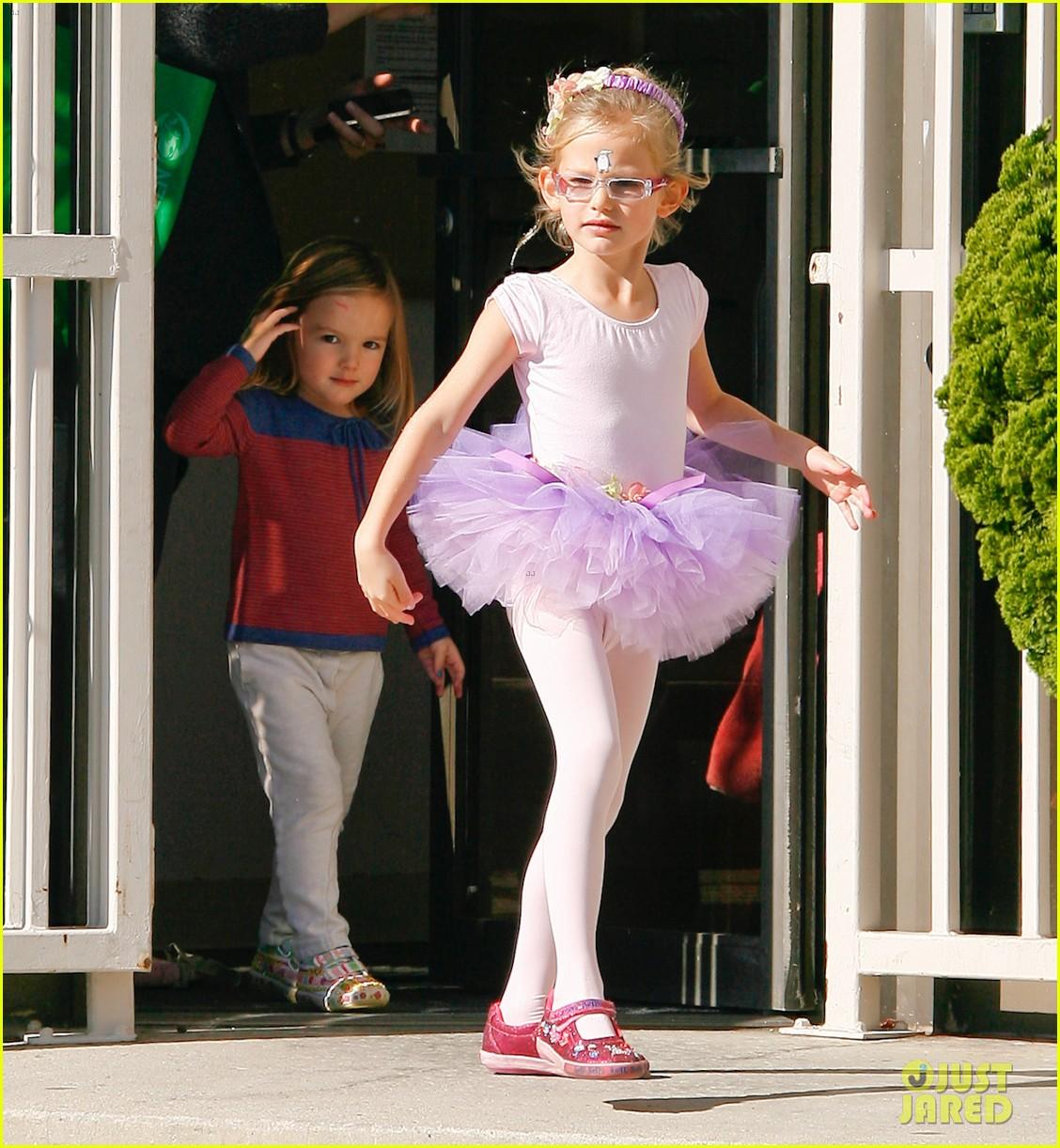 jennifer garner leaves ballet class with the girls 022606326