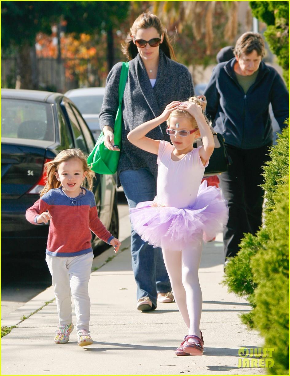 jennifer garner leaves ballet class with the girls 062606330