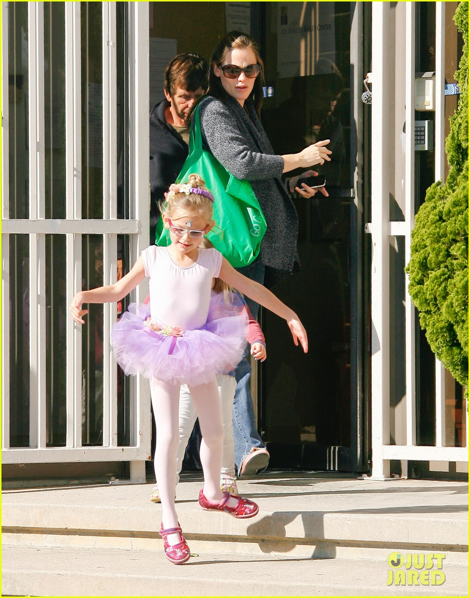 jennifer garner leaves ballet class with the girls 12