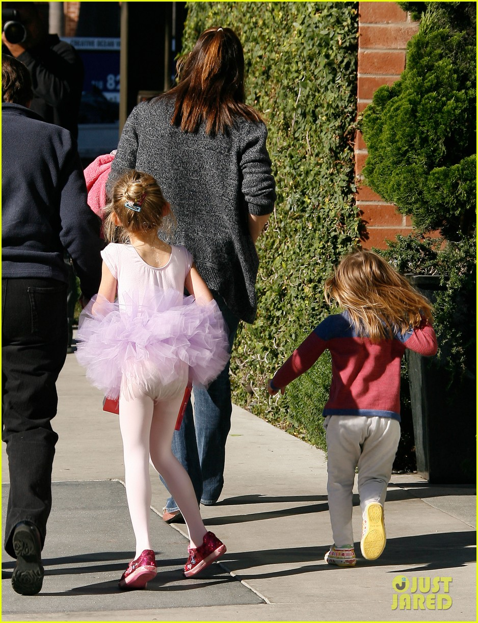 jennifer garner leaves ballet class with the girls 162606340