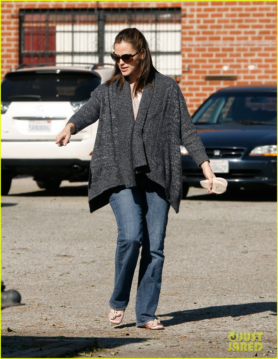 jennifer garner leaves ballet class with the girls 21