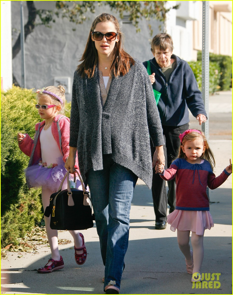 jennifer garner leaves ballet class with the girls 232606347