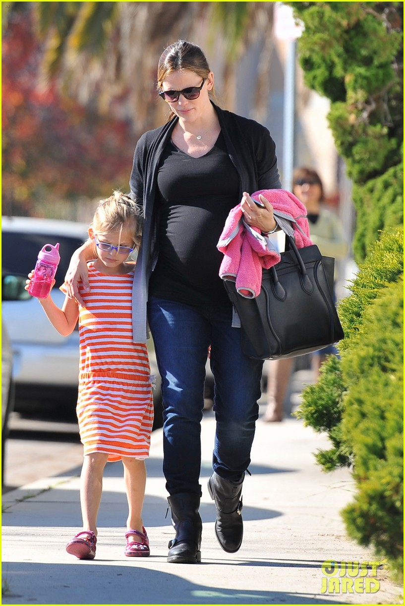 jennifer garner christmas shopping with ben affleck 03