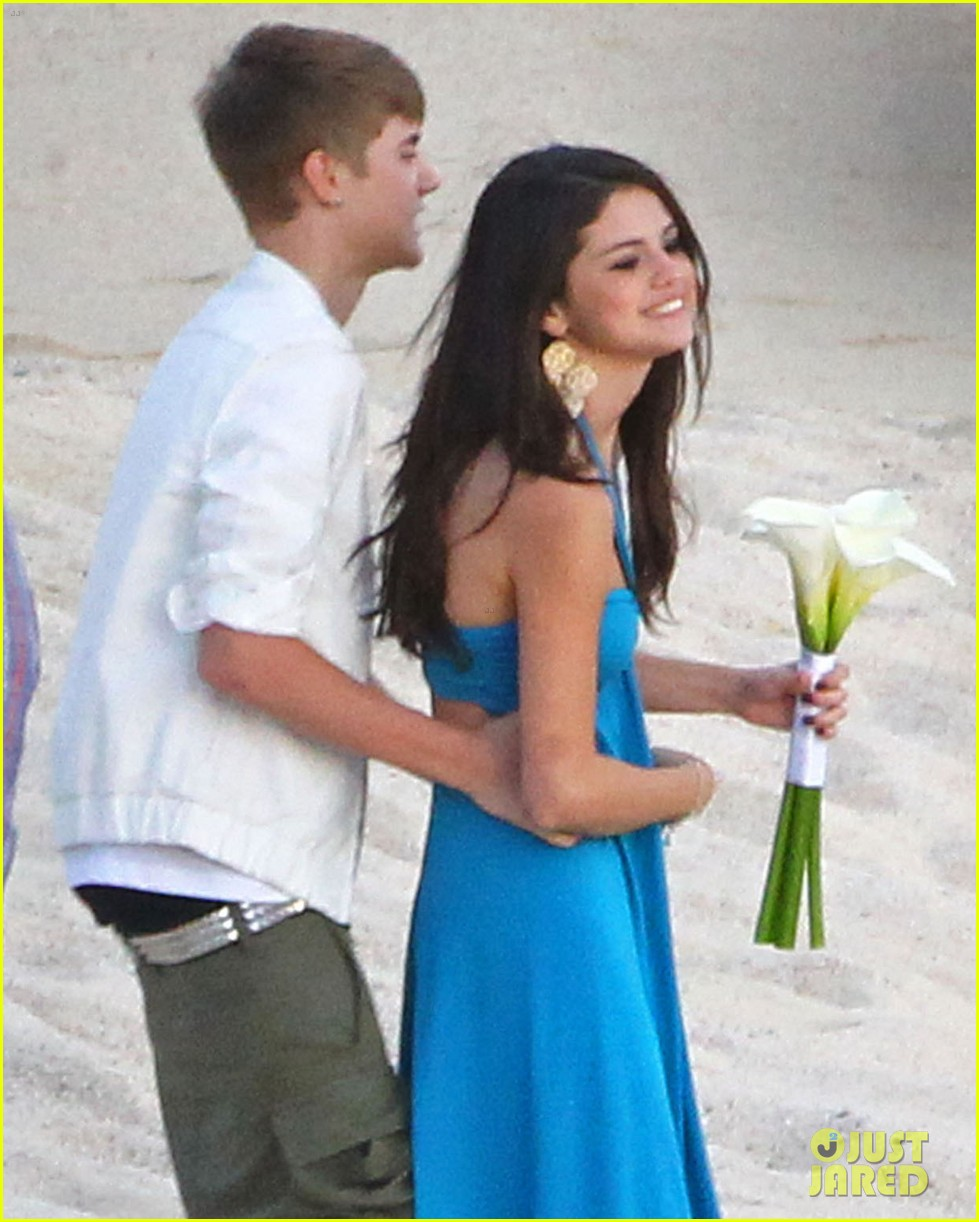 Selena gomez justin bieber friend s wedding in mexico