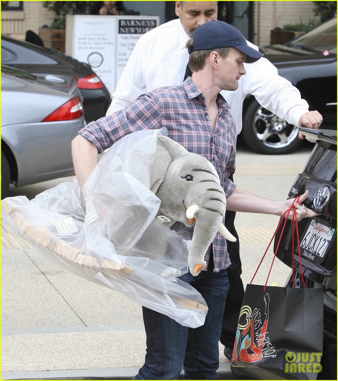 neil patrick harris christmas shopping in beverly hills 042611321